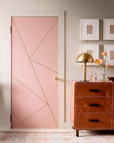 Geometric Millennial pink door, with brushed gold accents and mushroom lamp. Showroom Design, Salon Vintage, Accent Wall Designs, Accent Decor, Door Design Interior, Diy Interior, Modern Door Design, Bedroom Door Decorations, Room Decor