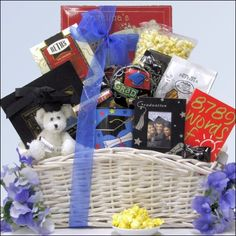 Here's a wonderful online big graduation gift basket – Gift Basket Ideas Graduation Bear, Graduation Gifts, Parent Gifts, Teacher Gifts, Gift Baskets For Men, Cute Presents, Diy For Men, Christmas Gift Tags, Gifts For Boys