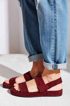 Sandals Summer Tendance Chaussures Cooperative Amelie Slingback Sandal Urban Outfitters - There is nothing more comfortable and cool to wear on your feet during the heat season than some flat sandals. Urban Outfitters, Shoe Boots, Shoes Sandals, Flat Sandals, Flat Platform Sandals, Jesus Sandals, Suede Sandals, Platform Sneakers, Look Fashion