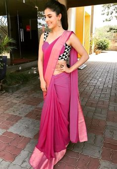 Beautiful Sari with Blouse Design Sari Blouse Designs, Saree Blouse Patterns, Trendy Sarees, Stylish Sarees, Dress Indian Style, Indian Dresses, Farewell Dresses, Farewell Sarees, Saree Designs Party Wear