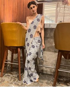She has got amazing style and she looks gorgeous in every dress she wears. But Mouni Roy in saree looks just like a greek goddess. Sabyasachi Sarees, Bollywood Saree, Bollywood Fashion, Saree Fashion, Trendy Sarees, Fancy Sarees, Party Wear Sarees Online, South Indian Sarees, Saree Shopping
