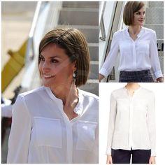 Es un traje bastante fácil porque puede combinarse con todo tipo de blusas, en este caso ha elegido una de Hugo Boss en color blanco, que también tiene en azul celeste. Realizada en seda, con cuello mao y que estrenó en mayo del 2015 en Honduras. Está valorada en 259€.