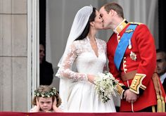 Most memorable kisses of all time: Britain's Prince William kisses his wife Kate, Duchess of Cambridge, on the balcony of Buckingham Palace, after their wedding service on April 29, 2011. An unimpressed flower girl became an Internet meme. (Photo: Leon Neal / AFP - Getty Images)