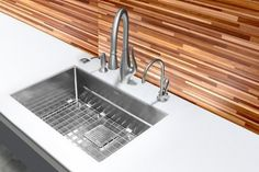 Pulldown Spray by Franke | Indispensable for washing salad and delicate fruit, as well as filling pots. For this faucet, the spout is connected to a hose that can be pulled out and maneuvered with ease.