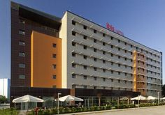 Ibis Bursa Bursa The recently-built Ibis Bursa is located within Buttim Business Centre, a 10-minute drive from the city centre. It features a relaxing outdoor terrace, free Wi-Fi in public areas and free private parking.
