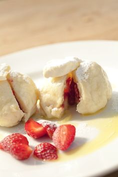 Czech fruit dumplings recipe Fruit dumplings a specialty from Czech Republic, steamed bread dumplings served with cream cheese, fresh strawberries in it and a sprinkle of sugar on top. My favorite when in Czech! Slovak Recipes, Czech Recipes, Sweet Dumplings, Bread Dumplings, Food Out, Love Food, Dumpling Recipe, Food Places, Baked Goods
