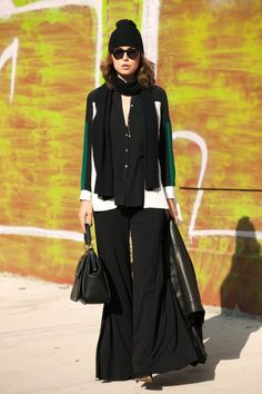 Street Style I outfit inspiration I trendy outfit I beanie trend I wide leg pants I striped detailed cardigan I all black outfit with green detail I  accessories @monstylepin