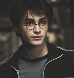 Daniel Radcliffe is seriously 26 years-old today. It seems like just yesterday he was still a little kid preparing to go to Hogwarts for the first time, but Daniel Radcliffe Harry Potter, Harry James Potter, Harry Potter Tumblr, Harry Potter Icons, Harry Potter Pictures, Harry Potter Drawings, Harry Potter Cast, Harry Potter Characters, Harry Potter Universal
