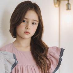 Image may contain: 1 person closeup Cute Young Girl, Cute Little Girls, Cute Kids, Cute Babies, Little Girl Models, Little Kid Fashion, Child Models, Ulzzang Kids, Korean Babies