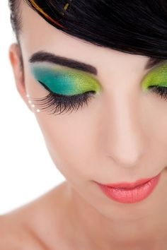 #EyeMakeup #Fashion #Trends www.iosiswellness.com