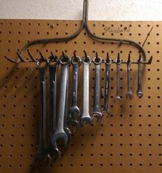 Gifts for Guys: Amazing Upcycling Ideas for Father's Day Gifts and More! Vintage rake wrench organizer for garage Garage Tool Organization, Garage Tool Storage, Barn Storage, Workshop Storage, Workshop Organization, Garage Tools, Garage Shop, Garage Workshop, Storage Ideas