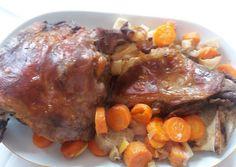 Zöldség ágyon sült báránycomb recept foto Pot Roast, Ale, Pork, Meat, Ethnic Recipes, Carne Asada, Kale Stir Fry, Roast Beef, Ale Beer