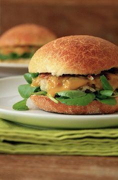 hamburguer de frango com maçã verde by Renata Damasio, via Flickr