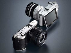 Samsung mirrorless interchangeable lens camera with flipping lens announced at CES 2013 Photography Reviews, Photography Equipment, Photography Tips, Professional Photography, Digital Photography, Latest Gadgets, Cool Gadgets, Foto 3d, Tv