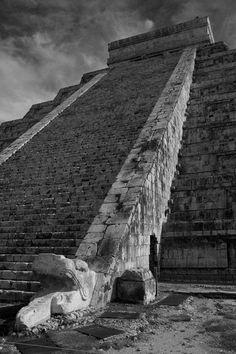 The Mayan pyramid of Kukulkan at Chichen Itza - Yucatan Peninsula, Mexico