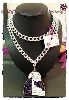 Collar aluminio forjado, colección Karmela's & Monina's. Dimensiones del medallón 45x60aprox. Largo del collar ajustable. Colores a elegir.