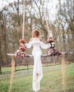 What a beautiful idea for a wedding portrait!