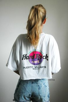 0c1dfd32d hard rock Honolulu tee Super cute and soft! Few holes in it and faint  stains but gives it a cool edge! Awesome tee to any collectors closet!