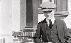 fuckyeahmrchaplin: frauleinn: charlie appreciation post A very young Charlie especially the first pic. It must aroung 1911 when he was touring with the Fred Karno troupe I think. The others are from circa Chaplin Film, John Hawkes, Charles Spencer Chaplin, Gif Collection, Bad Memories, Charlie Chaplin, Silent Film, Old Movies, Movie Stars