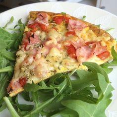 """From @annaslchf Jag var så sjukt sugen på pizza idag. Min strikta pizza satt som en smäck  Googla """"AnnasLCHF Pizzaomelett"""" för recept  Har för övrigt skrivit ett inlägg om hur jag åt när jag började med LCHF på bloggen idag in och läs vettja  I've had such a pizza craving today. What's better than my strict pizza? For the recipe: google """"AnnasLCHF Pizza Omelette"""". Have a nice evening   #keto #ketomeals #lchf #lowcarb #highfat #atkins #bestdietever #whatdiet #fatisfuel #ketogenic #kcko…"""