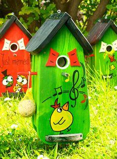 Original Vogelliebe!  Verschenken Sie Einzigartigkeit!  Mit einem Vogelhaus der Marke Vogelliebe finden Sie garantiert das passende Geschenk für jeden Anlass. Ob Hochzeit, Geburtstag oder...