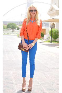 ¡Bua! Que look tan genial para cualquier momento el naranja y azul son geniales para todo  combinan genial . Son hecho para combinarse sin duda. Azul y Naranja