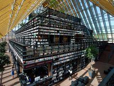 """Lo studio olandese #MVRDV ha realizzato una nuova biblioteca di 9.300 mq in Spijkenisse, una piccola città vicino a #Rotterdam. Sotto la copertura leggera e vetrata, l'edificio mostra alla città un nucleo sorprendentemente imponente, una tangibile """"montagna di libri"""".  Non è bellissima?  LEGGI L'ARTICOLO SU DOMUS: http://www.domusweb.it/it/notizie/2012/10/04/mvrdv-book-mountain.html"""