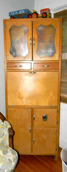 Vintage Art Deco Kitchen Hoosier Cabinet.