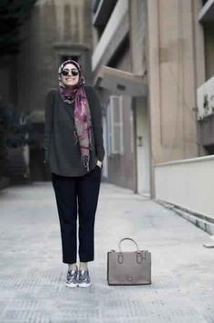 As a Moslem woman, we know that Hijab is one of the things that we can't separate from our life. We know that wearing hijab sometimes is not easy but we never want to take it off. Casual Hijab Outfit, Hijab Chic, Hijab Dress, Hijab Fashion Inspiration, Mode Inspiration, Fashion Ideas, Look Fashion, Fashion Outfits, Moslem Fashion