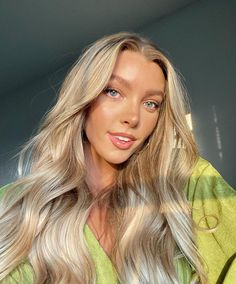#GlowTips good lighting + shiny curls #T3CurlID #wavesinspo #voluminoushair Blonde Waves, Warm Blonde, Voluminous Hair, Wavy Hair, Beauty Routine 20s, Unique Hairstyles, Textured Hair, Hair Type, Your Hair