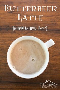 This Harry Potter inspired butterbeer latte recipe sounds delicious, perfect for fall! potter party food menu recipe The Easiest Way To Make A Delicious Butterbeer Latte At Home! Fun Drinks, Yummy Drinks, Yummy Food, Beverages, Alcoholic Drinks, Think Food, Love Food, Butterbeer Latte, Eat Clean Recipes