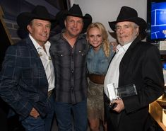 The best of Country Music.George Strait, Garth Brooks, Miranda Lambert and Merle Haggard! Male Country Singers, Country Musicians, Country Music Artists, Best Country Music, Country Music Stars, Country Boys, Outlaw Country, Country Lyrics, American Country