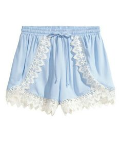 pastel blue lace front shorts. H&M. 20€