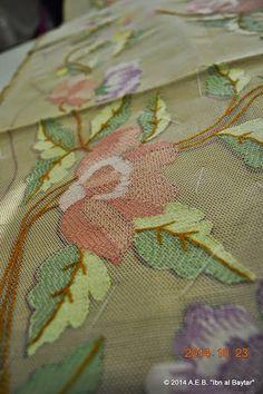 .: DETALLES DEL BORDADO EN TUL DE TONA DE PEDREGUER - Clase de Encajes en La Xara - Alicante - 2014 3/4 Couture Embroidery, Embroidery Stitches, Embroidery Patterns, Hand Embroidery, Machine Embroidery, Lacemaking, Chain Stitch, Needlepoint, Needlework