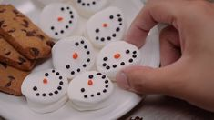 These Marshmallow Snowmen are the Perfect Hot Cocoa Topping | http://homemaderecipes.com/marshmallow-snowmen-hot-cocoa-topping/