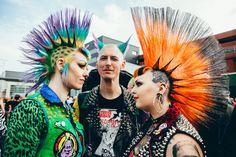 Festival go-ers at Rebellion Festival Photographed by Gobinder Jhitta. Punk Rock Grunge, Estilo Punk Rock, Grunge Goth, Punk Goth, Dr. Martens, Punk Rock Girls, Emo Girls, Punk Mohawk, Moda Punk