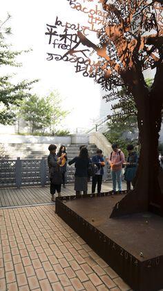 2조 현장답사 중입니다. 멋진 나무 공공미술 작품 아래서. #공공미술 #공공미술시민발굴단