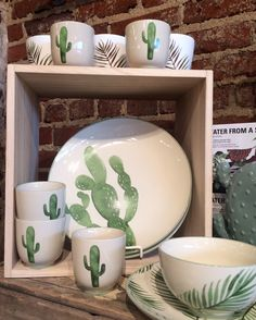 Cactus pottery or dishes Green Cactus, Diy Home Decor, Room Decor, Home Decoracion, Cactus Decor, Farmhouse Lighting, Pottery Painting, Teller, Cacti And Succulents