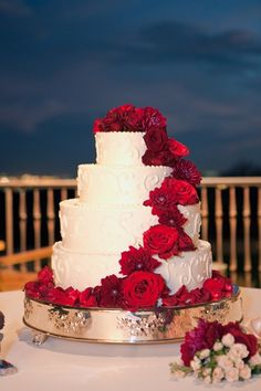 Round Wedding Cake With Red Flowers | photography by http://carriepattersonphotography.com/