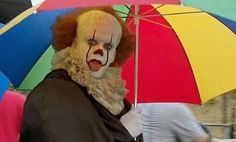 """Introducing """"Pennywise the dancing clown"""" in the rain. - - - pennywise pennywisetheclown pennywisethedancingclown billskarsgard billskarsgardedit itmovie it itchaptertwo Funny Horror, Horror Movies, Bill Skarsgard Pennywise, Stephen King Movies, It The Clown Movie, Creeped Out, Pennywise The Dancing Clown, Clowning Around, Reaction Pictures"""
