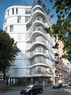 ECDM's curvaceous façade lifts above a garden to preserve Paris' green spaces - News - Frameweb