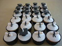 Muffins de la tía: Cake, cupcakes y alzadas para la graduación de Nicolás