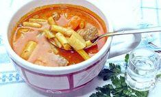 Raguleves Mikszáth módra, flambírozva. Hungarian Recipes, Goulash, Cheeseburger Chowder, Thai Red Curry, Stew, Ethnic Recipes, One Pot