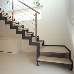 Quarter-turn staircase / metal frame / wooden steps / without risers POP Delineo
