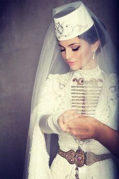beautiful brides world top Pretty Quinceanera Dresses, Hijab Wedding Dresses, Best Wedding Dresses, Bridal Hijab, Dress Wedding, Traditional Wedding Attire, Traditional Dresses, Gothic Wedding, Wedding Bride
