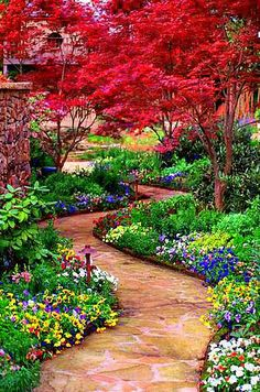Impressive Garden Paths Ideas For Your Dream Garden - Strewing a lot of flagstone steps by your backyard could make it straightforward to stroll by the world after a rain with out soaked toes and likewise helps to scale back the impact of compacted soil. Garden Paths, Garden Landscaping, Backyard Walkway, Walkway Ideas, Path Ideas, Flagstone Walkway, Big Backyard, Landscaping Ideas, Pallet Walkway