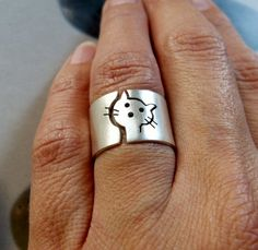 Cat ring silver cat ring wide band ring metalwork jewelry by Mirma 14k Gold Jewelry, Cat Jewelry, Animal Jewelry, Jewelry Rings, Jewelry Design, Tanzanite Jewelry, Jewelry Watches, Fine Jewelry, Marcasite Jewelry