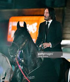 Keanu Reeves seen riding a horse on location for 'John Wick in Brooklyn on July 14 2018 in New York City Keanu Reeves John Wick, Keanu Charles Reeves, Baba Yaga, John Wick Movie, Keanu Reeves Quotes, Keanu Reaves, Blockbuster Film, Cute Ponies, Man Photography