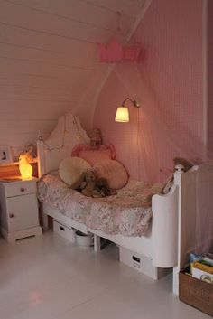 sweet girls room.. i want my daughters room like that..