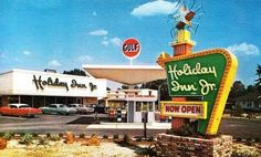 An early Holiday Inn/Gulf combination. At one point, Holiday Inn actually published a book featuring pithy sayings from the Great Sign marquee boards. Hotel Ads, Hotel Motel, Vintage Hotels, Vintage Travel, Vintage Advertisements, Vintage Ads, Powerful Images, Famous Places, Googie